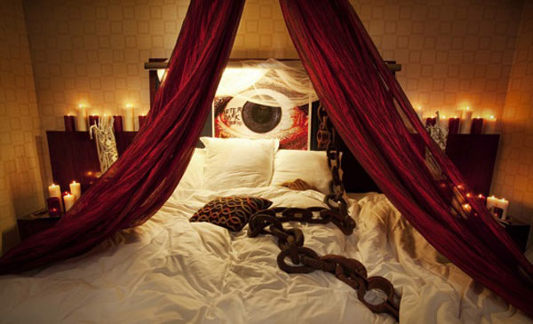 View In Gallery Bedrooms That Seem Designed For Halloween 7