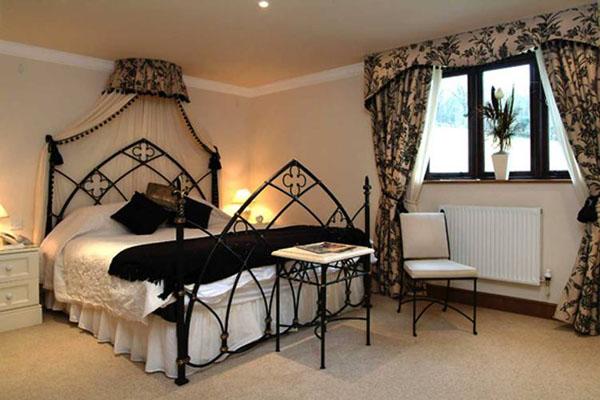 Bedrooms that seem designed for Halloween  (8)