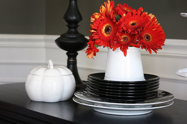 Chic Halloween decor 20 More Halloween Decorating Ideas for a Spooky Celebration