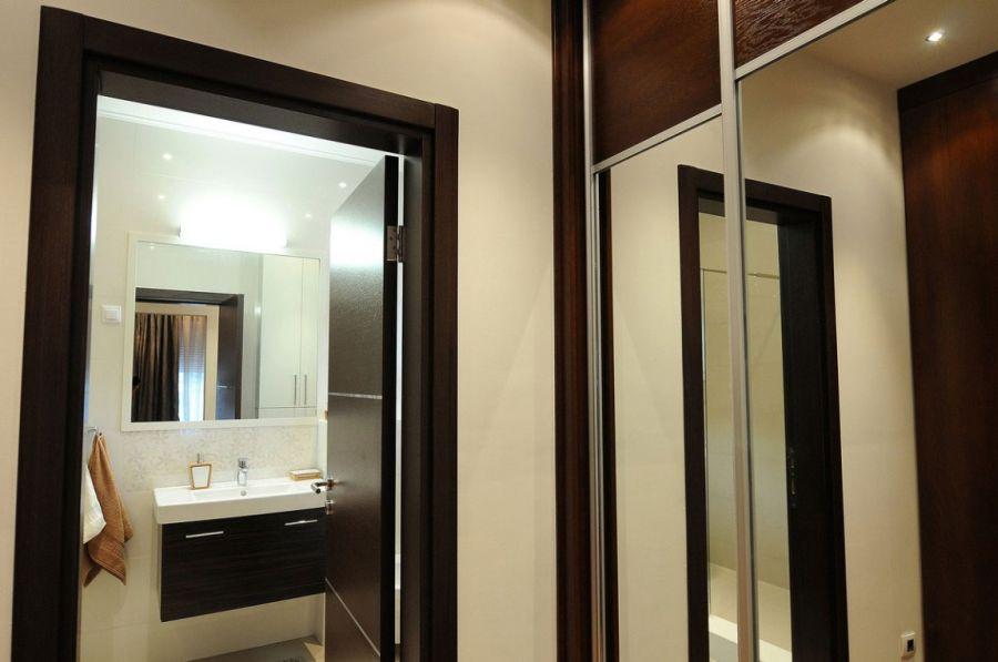 Contemporary bathroom design in white