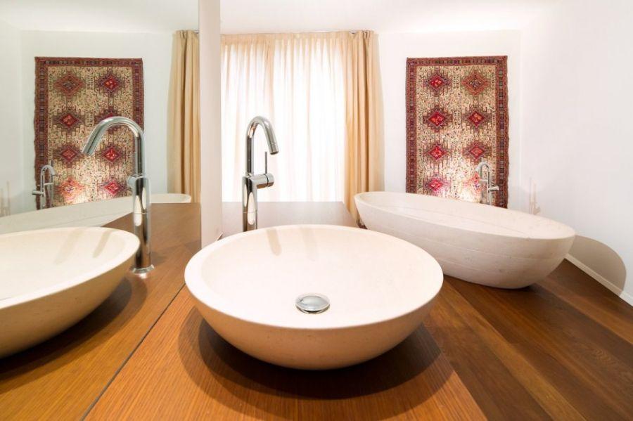 Contemporary bathroom inside House Lombardo