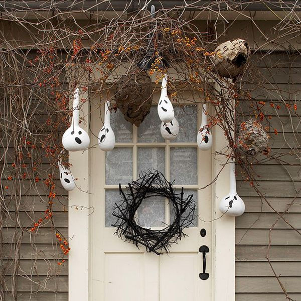 Halloween porch and entryway ideas from subtle to scary for Decoration halloween