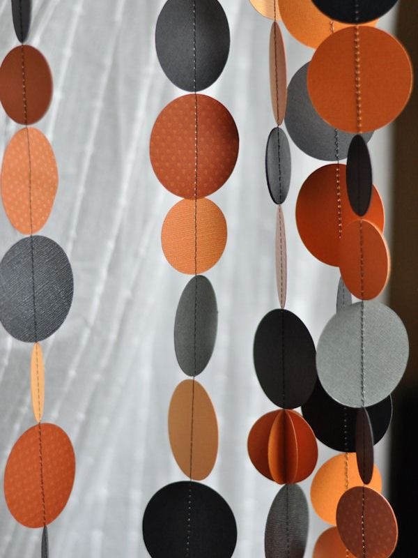 DIY Halloween paper garland