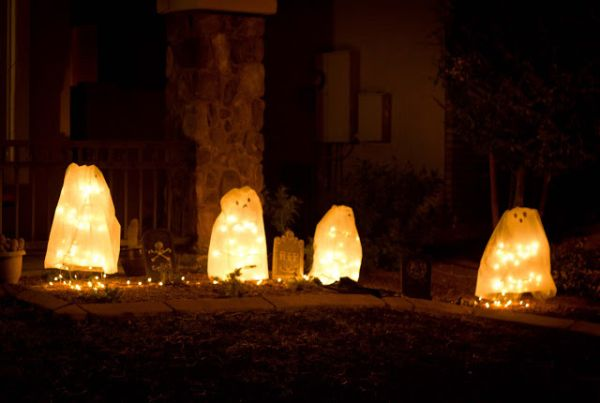 DIY version of Halloween haunted ghosts