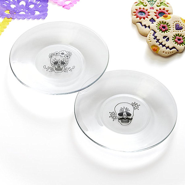 Day of the Dead-inspired plates LAST DETAILS WITH 20 FABULOUS DECOR IDEAS FOR HALLOWEEN LAST DETAILS WITH 20 FABULOUS DECOR IDEAS FOR HALLOWEEN Day of the Dead inspired plates