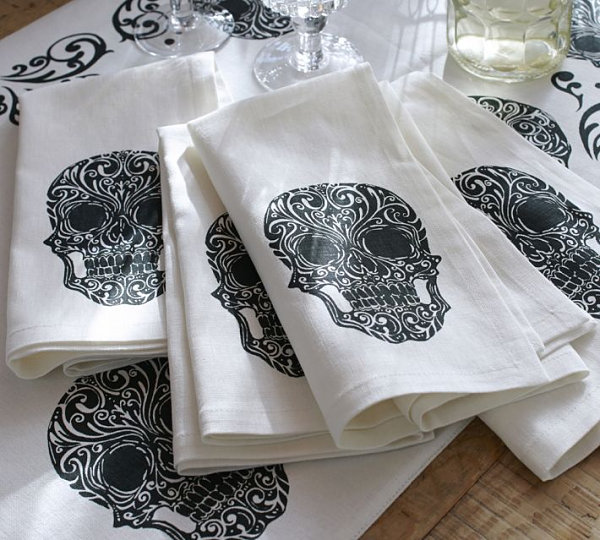 Day of the Dead napkins LAST DETAILS WITH 20 FABULOUS DECOR IDEAS FOR HALLOWEEN LAST DETAILS WITH 20 FABULOUS DECOR IDEAS FOR HALLOWEEN Day of the Dead napkins