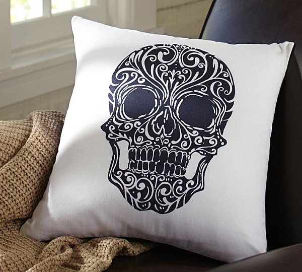 Day of the Dead pillow cover LAST DETAILS WITH 20 FABULOUS DECOR IDEAS FOR HALLOWEEN LAST DETAILS WITH 20 FABULOUS DECOR IDEAS FOR HALLOWEEN Day of the Dead pillow cover