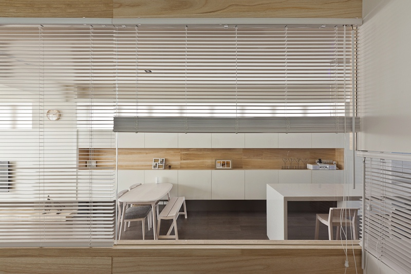 Dining room in white with wooden surfaces