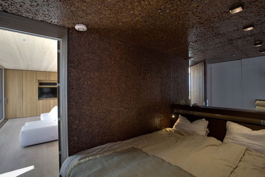 Ergonomic bedroom of LISI in dark colors