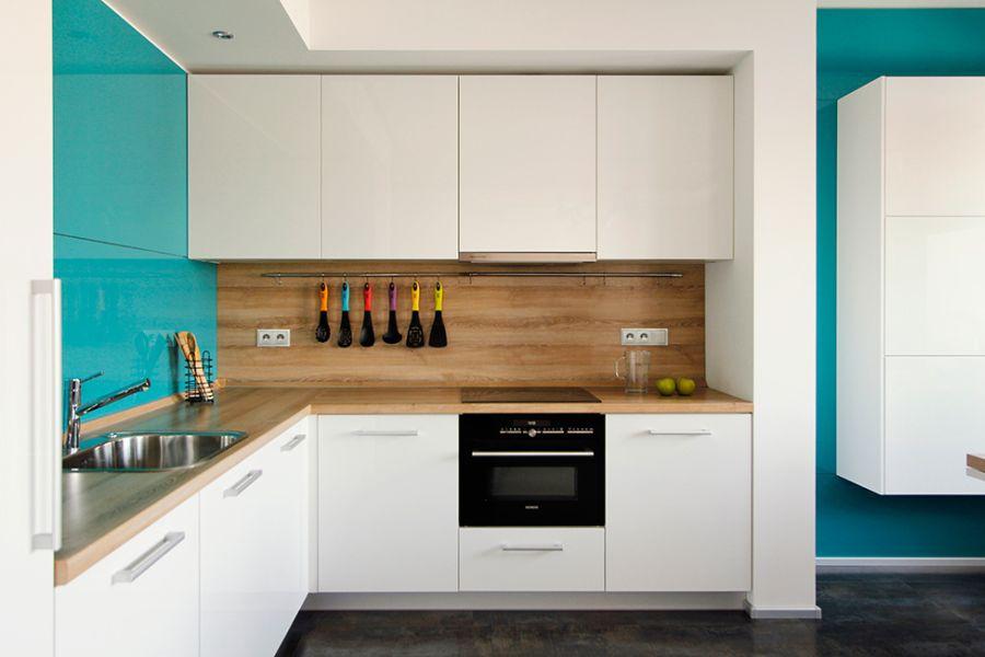 Ergonomic kitchen shelves