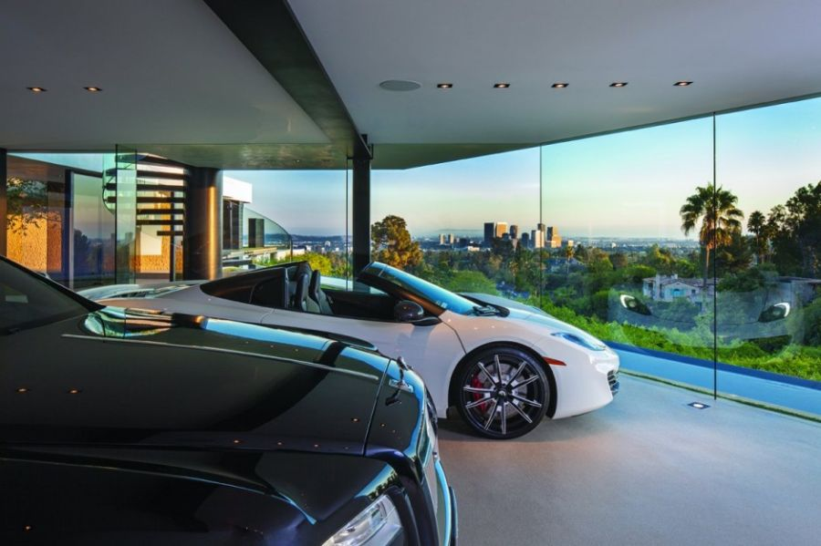 Exclusive 5-car parking in the Beverly Hills House