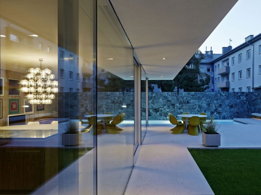 Extensive use of glass in the Austrian home