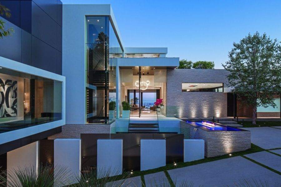 Lavish Beverly Hills Residence Brings Home The Holiday