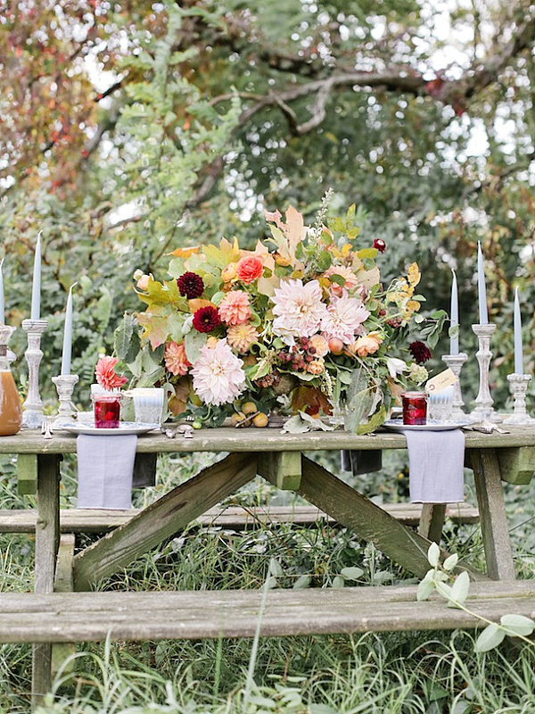 Fall table with ample flowers