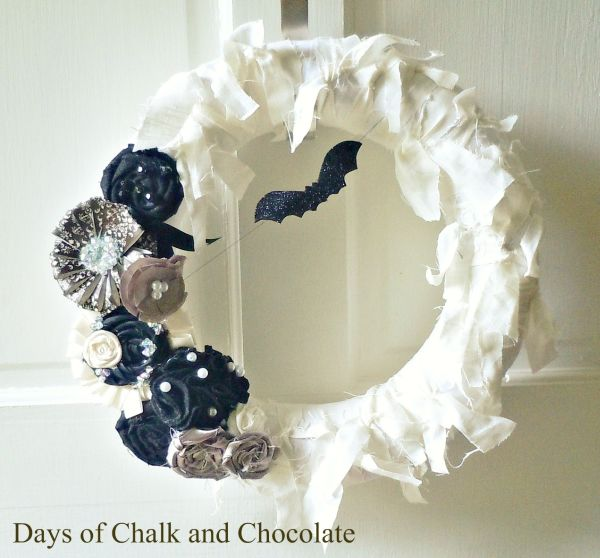 Glamourous and spooky Halloween wreath in white