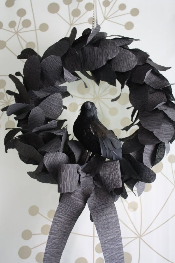 Goth styled Halloween wreath DIY in Black