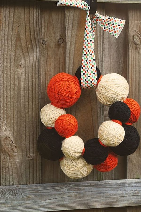 Halloween Yarn Ball Wreath DIY