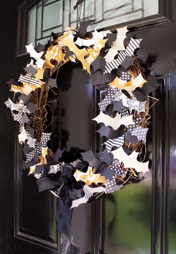 Halloween bat paper wreath DIY