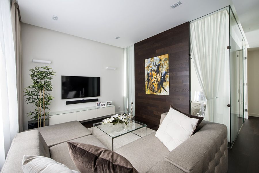 Hint of natural green in the living room