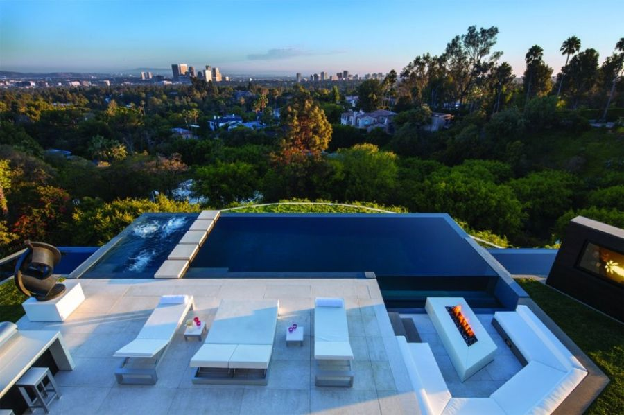 Infinity edge pool at the Laurel Way Residence