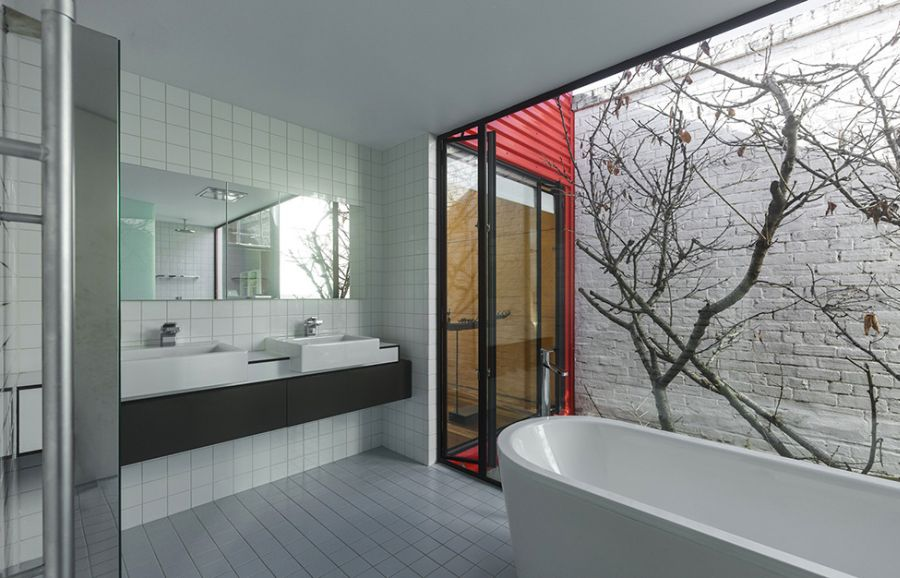 Modern melbourne house with a japanese maple at its heart Japanese bathroom interior design