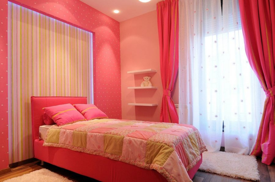 Kids' bedroom in pink