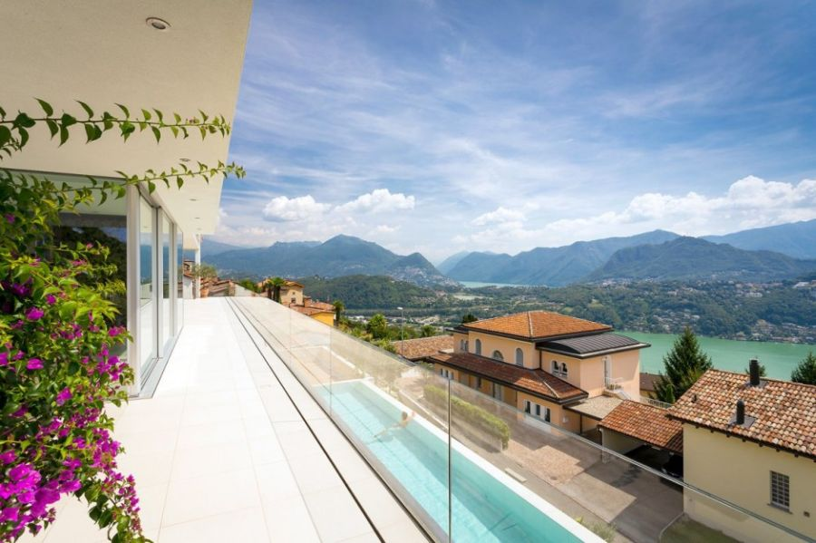 Lovely 270 degree viewws from House Lombardo