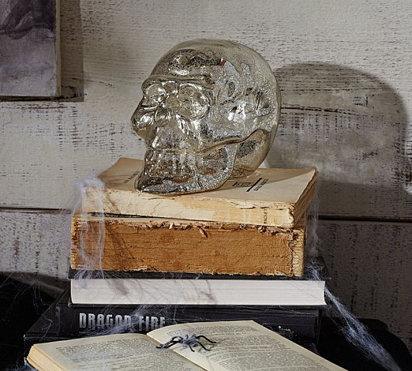 Mercury glass skull LAST DETAILS WITH 20 FABULOUS DECOR IDEAS FOR HALLOWEEN LAST DETAILS WITH 20 FABULOUS DECOR IDEAS FOR HALLOWEEN Mercury glass skull