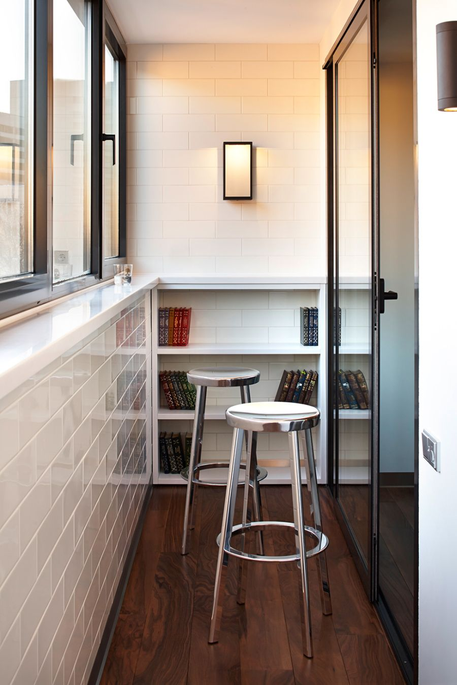 Metallic accents in the narrow study