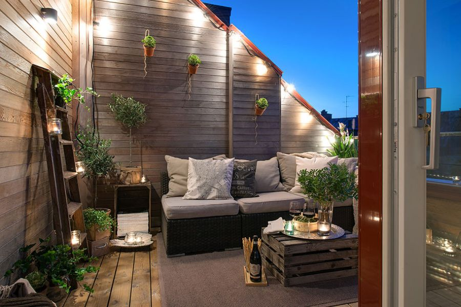 Chic swedish loft promises lovely terrace views for Decoration exterieur terrasse