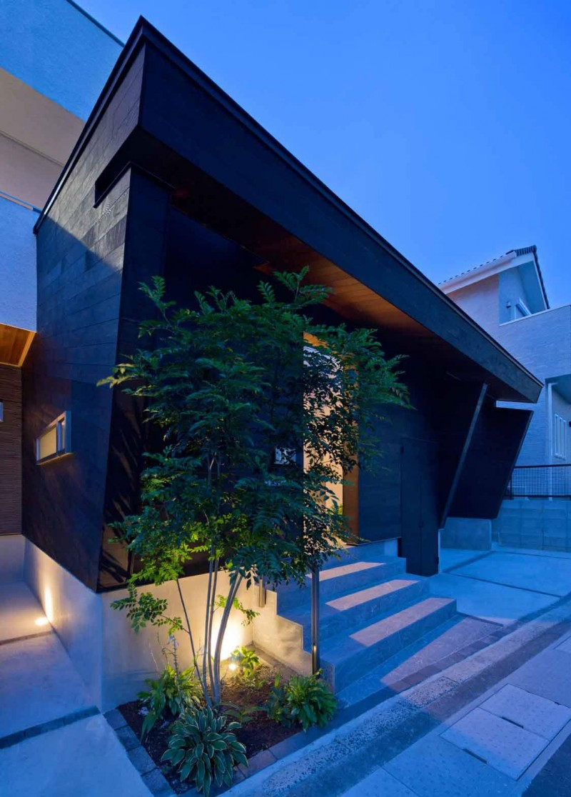 Private facade of the House of Corridor, Japan