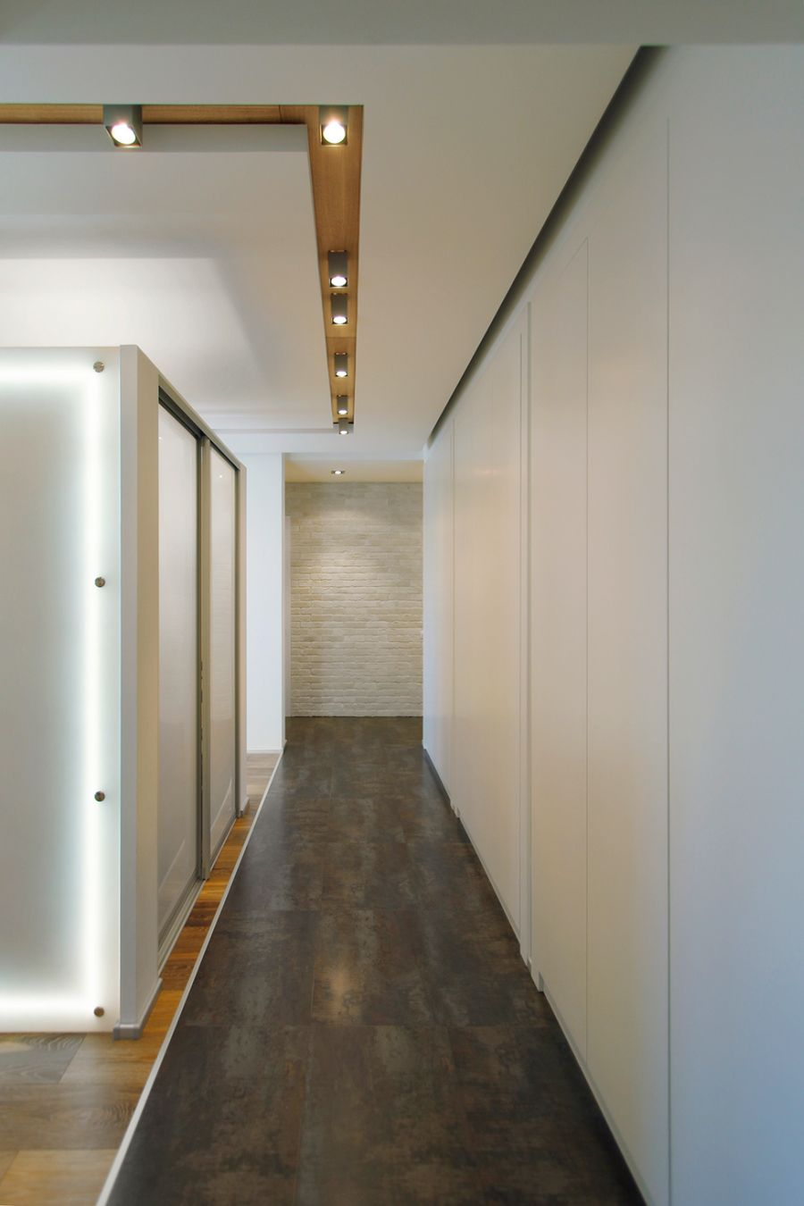 Recessed lighting in the corridor
