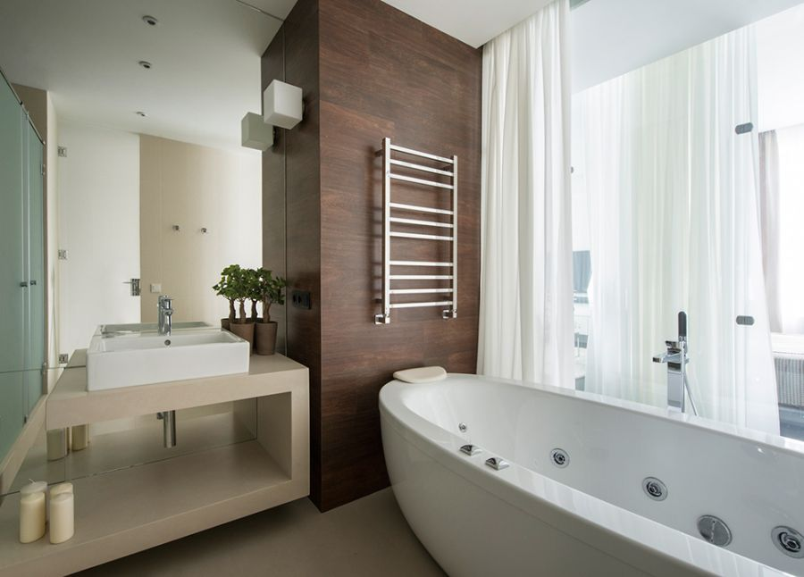 Relaxing modern bath area