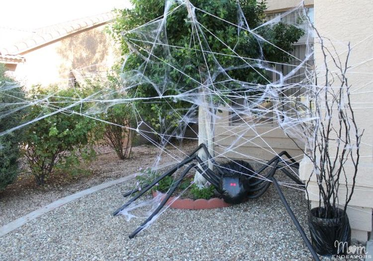 Halloween lawn decorations diy - Diy Halloween Decorations Spooky Spider Web And A Giant