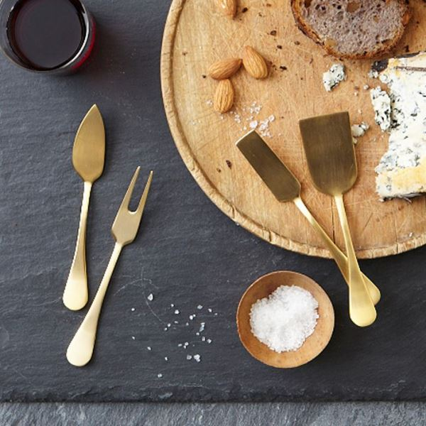 Set of cheese knives in gold