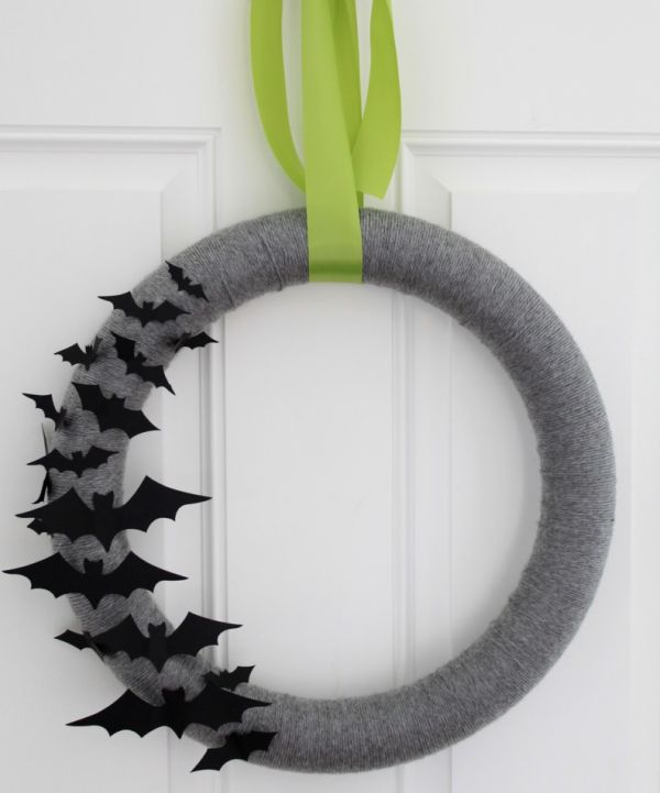 Simple and Cheap Halloween Wreath DIY Idea