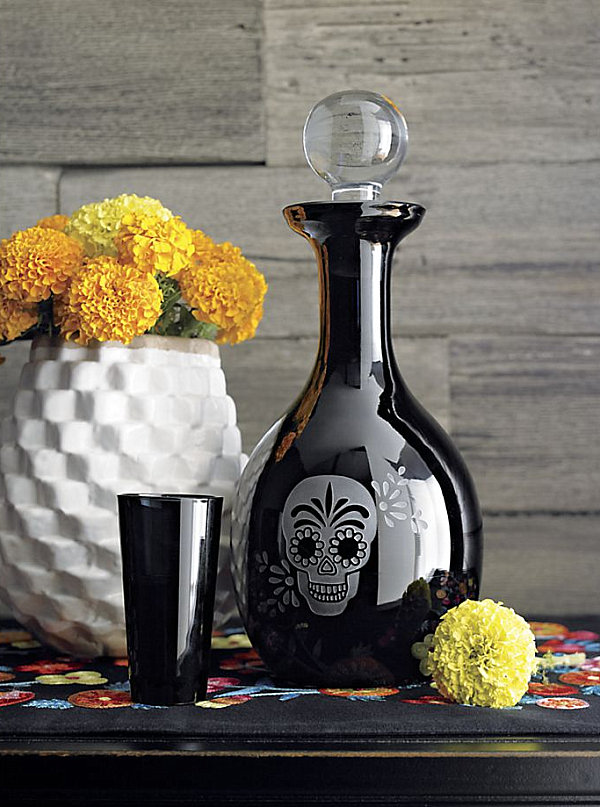 Skull-themed decanter LAST DETAILS WITH 20 FABULOUS DECOR IDEAS FOR HALLOWEEN LAST DETAILS WITH 20 FABULOUS DECOR IDEAS FOR HALLOWEEN Skull themed decanter