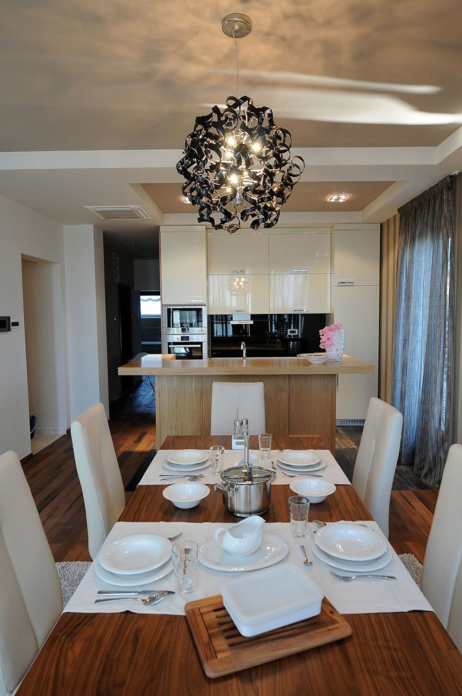 Smart kitchen and dining area