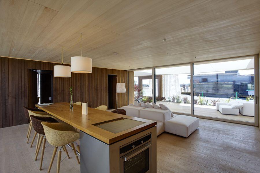 Spacious living room of LISI Home