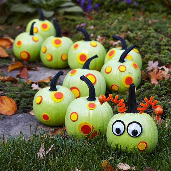 Spooky centipede pumpkin display Creative DIY No Carve Pumpkin Designs for Halloween