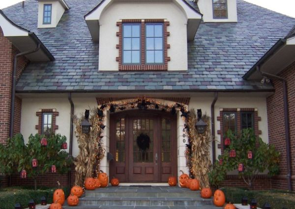 Spooky entryway comes alive after sunset