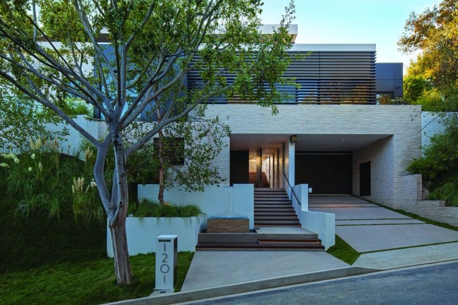 Street facade of the Beverly Hills Home