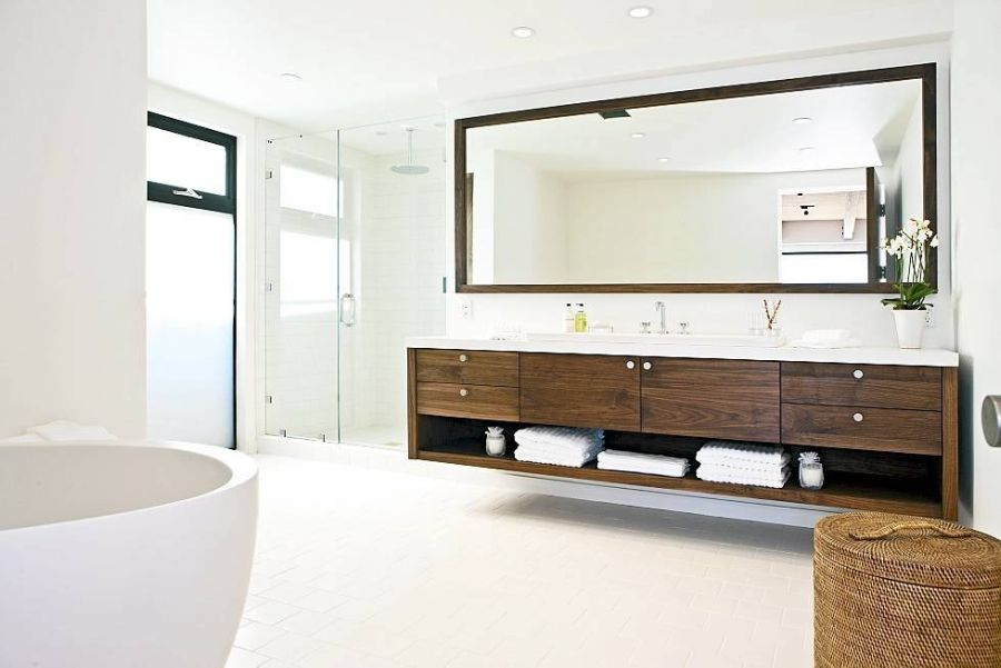 Stunning contemporary bathroom in white