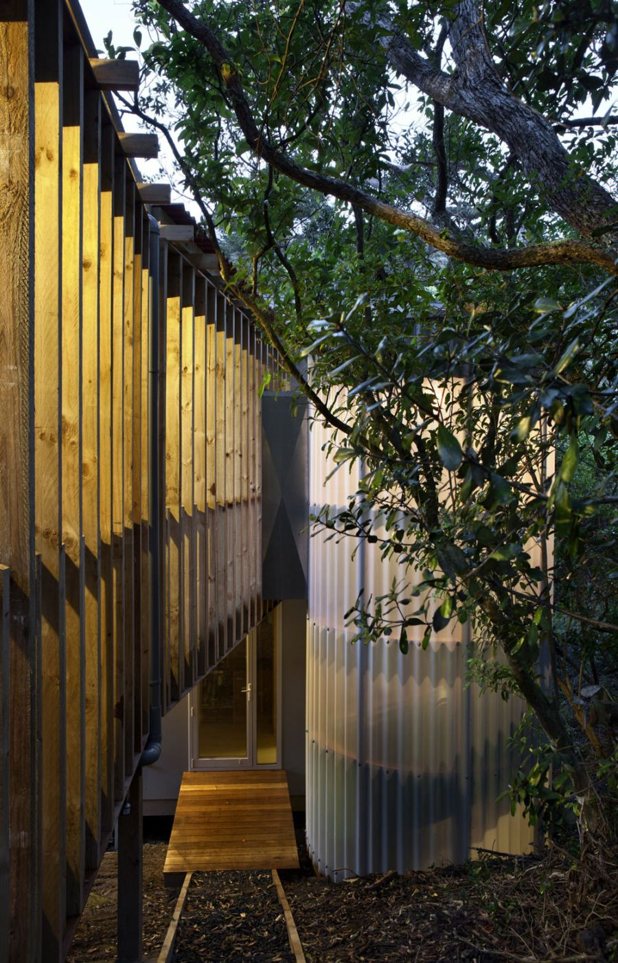 Suspended external bridges of the New Zealand home