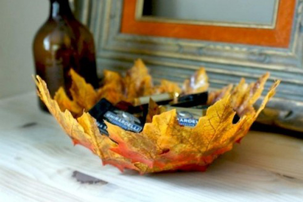Table bowl made of leaves