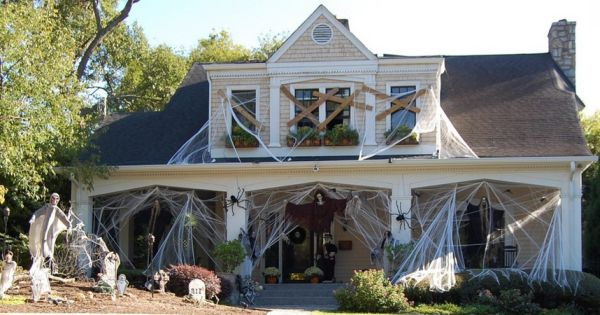 This is what we call a truly extensive Halloween decoration!