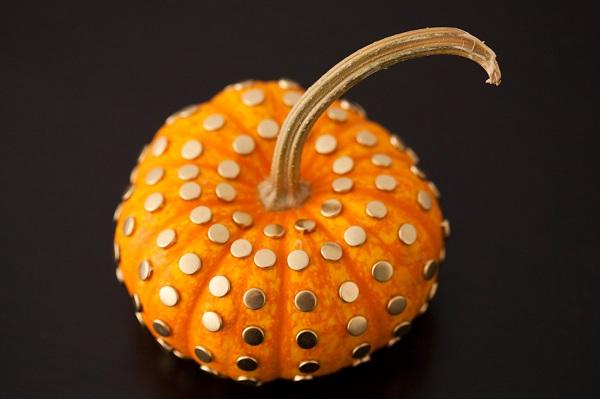 Thumb tack pumpkin design