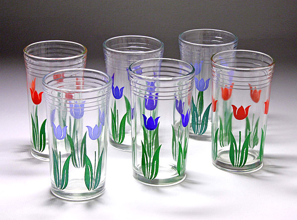 Tulip-themed swanky swigs