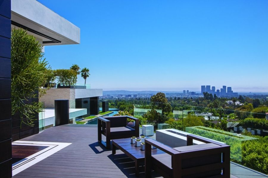 View from the wooden terrace of Laurel Way Residence in Beverly Hills