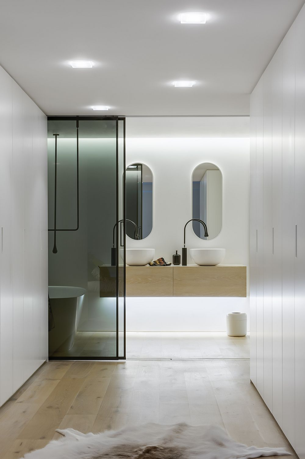 View of the bathroom and the dressing area Ingenious Contemporary Bathroom By Minosa Design: Refreshingly Radiant!